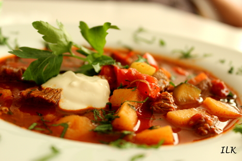 Tomatisertkjøttsuppe